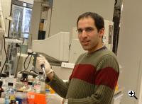 Dr. Eran Meshorer have identified a gene known as Chd1 to be responsible for the stem cell's ability to develop into specific cells. (Source: Hebrew University)