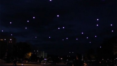 Cloud in the Web – Quadrocopters Dancing at Night