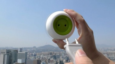 Solar Socket-Green Power from the Window to your Device